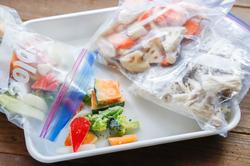 野菜を賢く冷凍保存!料理がグッとラクになる「自家製冷凍ミックス野菜」と活用レシピ