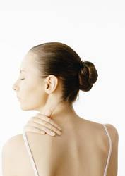 【肩こりもすっきり!】ダイエットにも効果的な「肩甲骨ほぐし」をご紹介