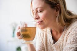 女性の人生を1日とすると、更年期はランチ後のお茶の時間。怖がらないで大丈夫