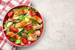 【ダイエットレシピまとめ】お肉も入ってボリューム満点!190kcal以内の「食べるサラダ」レシピ