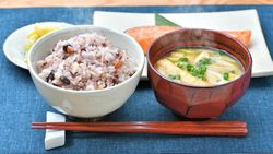 日本人なら簡単「最高の腸活」、食べ合わせ5品目|世界で話題「アダムスキー式腸活」を実践しよう