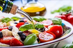 世界中で注目!おいしく食べて健康的に痩せる「地中海式ダイエット」とは?