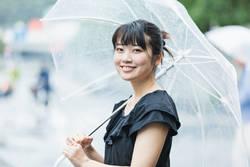 雨の日散歩のすすめ♪季節の花々を楽しみながら、雨音でストレスを解消しよう♪