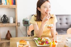 【噛む回数を増やしてダイエット】早食い防止の対策ができるレシピ3選