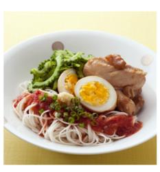 【食べてスタミナアップ☆ヘルシー時短レシピ】トマトだれそうめん 鶏肉とゆで卵の梅煮添え[462kcal/15分]