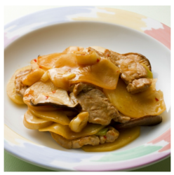 【食べてスタミナアップ☆ヘルシー時短レシピ】じゃが芋と豚肉のピリ辛炒め[243kcal/15分]
