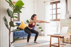 【自宅で簡単】ダイエット効果が期待できる「スクワット」のやり方4つ
